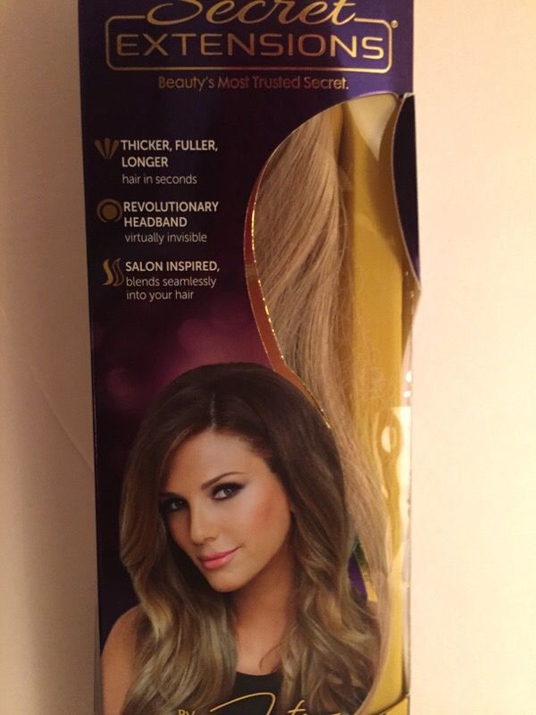 Daisy Fuentes Light Golden Blonde Hair Extensions Set Of 2 For Sale