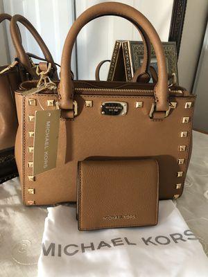 Michael kors handbag 👜, & wallet brand new for Sale in Sterling, VA