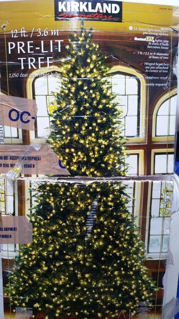 12\' Kirkland prelit Christmas tree for Sale in Encinitas, CA - OfferUp