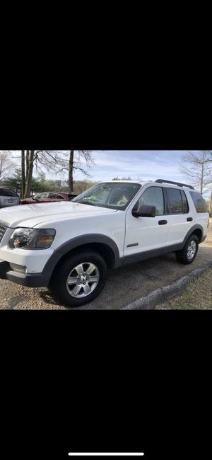 FORD EXPLORER 2006 TITULO SALVAGE 4x4 for Sale in Jessup, MD