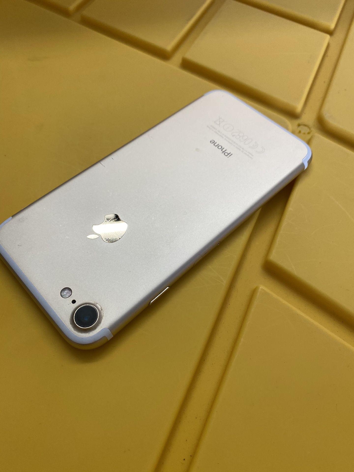 iPhone 7 128 GB silver factory unlocked any carrier