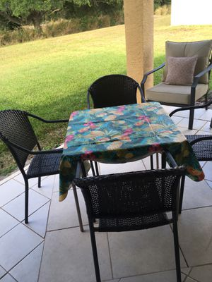 Photo Patio chairs with Card table