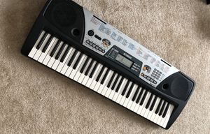 YAMAHA PSR-175 Music Keyboard with DJ Voices (Discontinued by Manufacturer) WITH PIANO STAND FREE for Sale in Irvine, CA