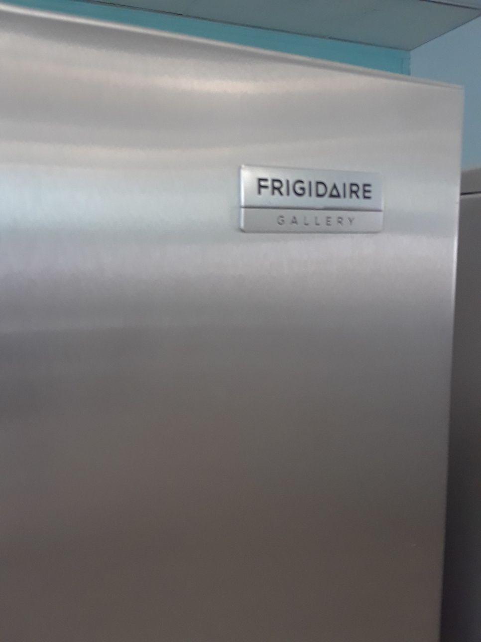 NEW FRIGIDAIRE GALLERY STAINLESS STEEL REFRIGERATOR