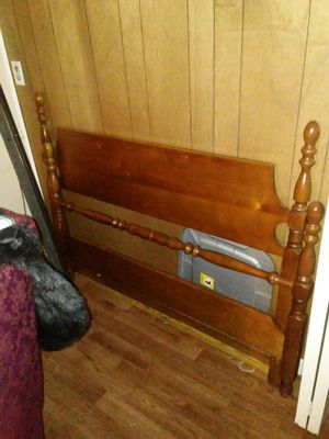 Head board and footboard,slacks rails for Sale in Farmville, VA
