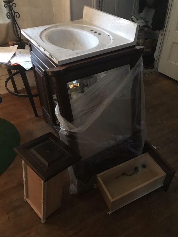 Bathroom vanity set for Sale in Pittsburgh, PA - OfferUp