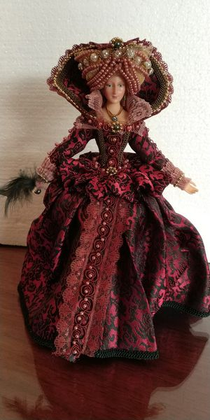 Antique classy porcelain doll for Sale in Miami, FL
