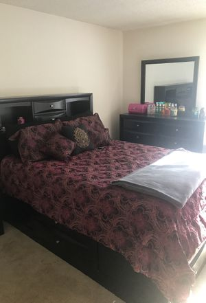 Dresser bed frame queen size for Sale in Midlothian, VA