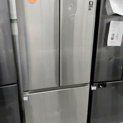 Samsung French Door Stainless Steel Refrigerator 32' Wide, New Scratch And Dent Thumbnail