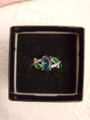 Photo Size 7 emerald green ring