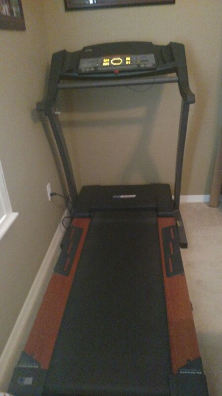 Reebok RTX455 RBTL09500 folding incline Treadmill  Space saver with ifit  for Sale in Gilbert, AZ - OfferUp