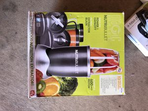 Nutribullet with large blend container for Sale in Dallas, TX