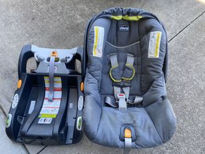 Photo Chicco infant car seat and base