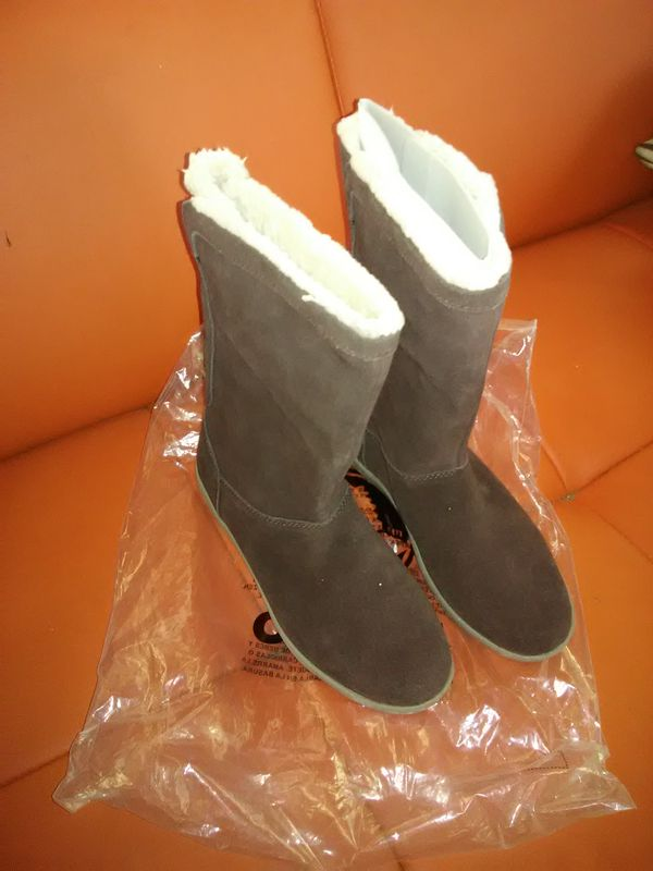crocs 15496 Womens Adela Foldover Fuzz Snow Boot US 8W brown New for Sale  in Philadelphia, PA - OfferUp