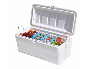 Rubbermaid 102 Qt ice chest for Sale in Bethesda, MD