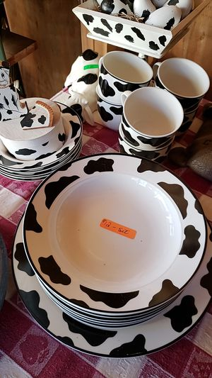 19 piece glass cow dishes for Sale in Farmville, VA