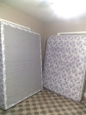 Photo Queen size bed: Mattress and box spring - $65 total - Price includes delivery