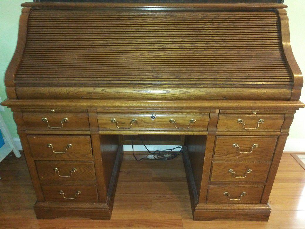 Antique desk with 🔐 lock