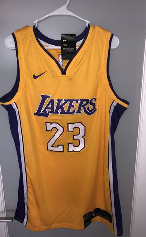 uk availability ea234 6a6b4 Lebron James Lakers 2018 Swingman Jersey XXL for Sale in Miami, FL - OfferUp