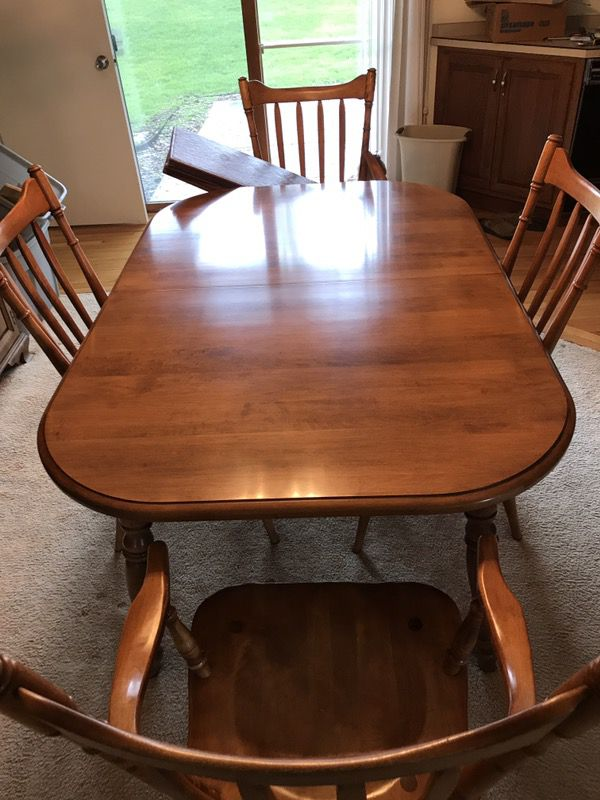 Cushman Colonial Dining Room Set With Hutch