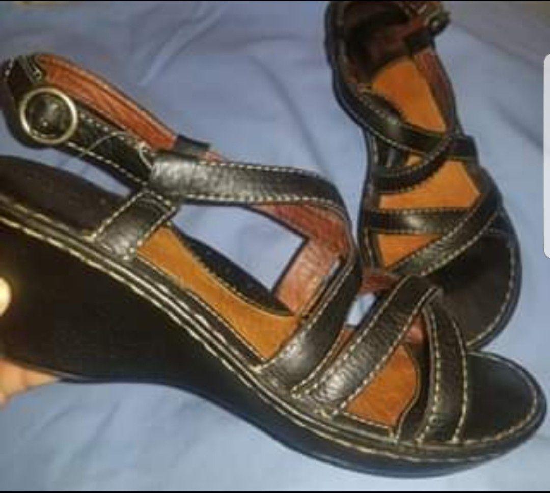 Women's sandals size 10
