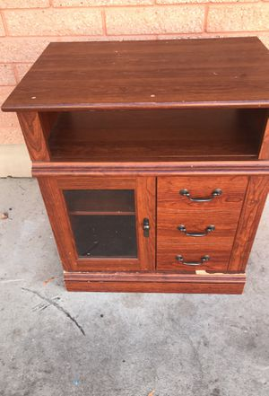 Small tv stand FREE for Sale in South Salt Lake, UT