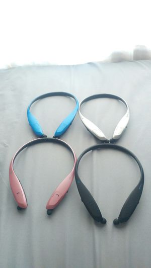 Bluetooth headphones retractable cable for Sale in Las Vegas, NV