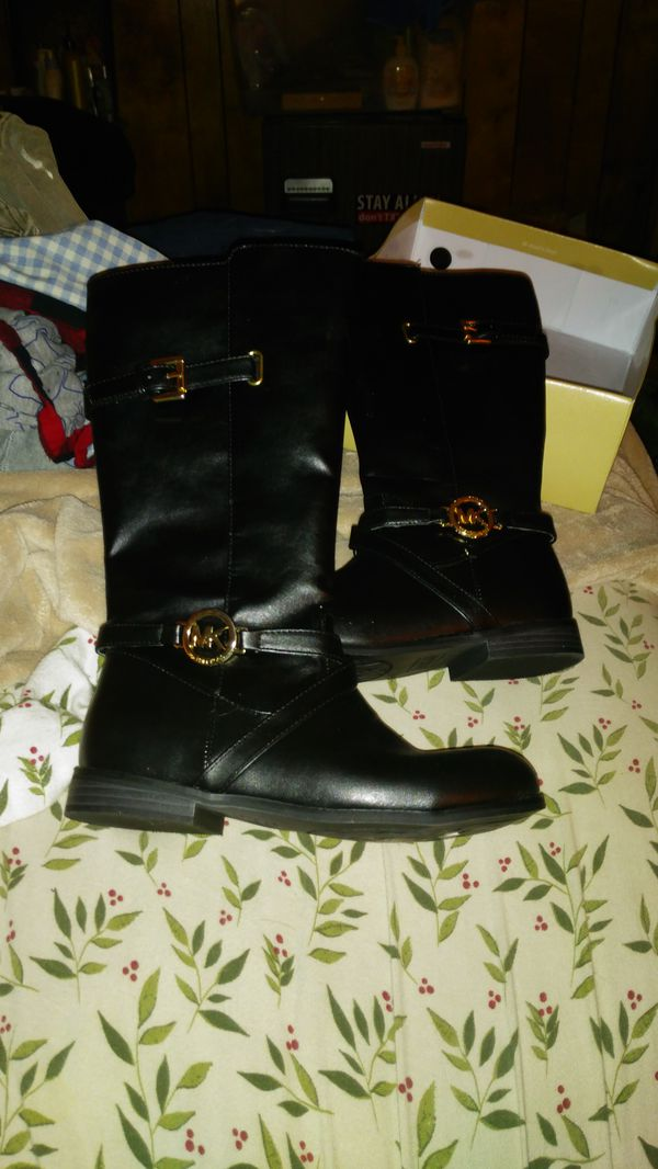5779bd8a42a1 Michael Kors boots. Girls size 3 for Sale in Parma