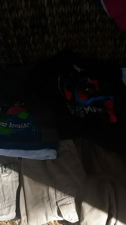 ALL KINDS OF TODDLER BOY SIZE 24 MONTHS TO 4 T ALL NAME BRAND IN EXCELLENT CONDITION I'M SELLING CHEAP Thumbnail