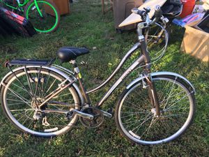 Giant comfort series hybrid bike with rack and basket for Sale in Shady Side, MD