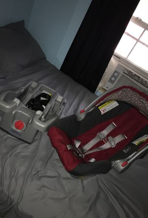 Graco Car Seat Snugride 30 for Sale in Germantown, MD