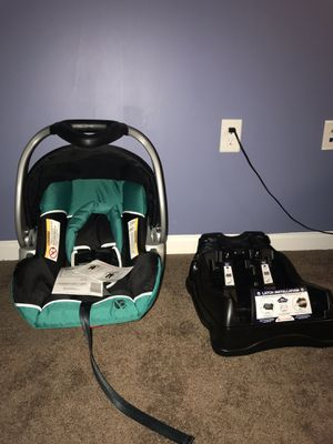 BRANS NEW CARSEAT CAR SEAT BABY TREND BABYTREND INFANT NEWBORN WITH BRAND NEW BASE for Sale in Chesapeake, VA