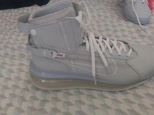 Photo Air max 720. Saturn pure Platinum white/grey