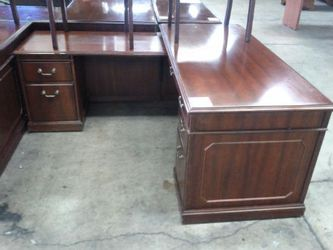 Kimball High End Office Desk For The Professional Thumbnail