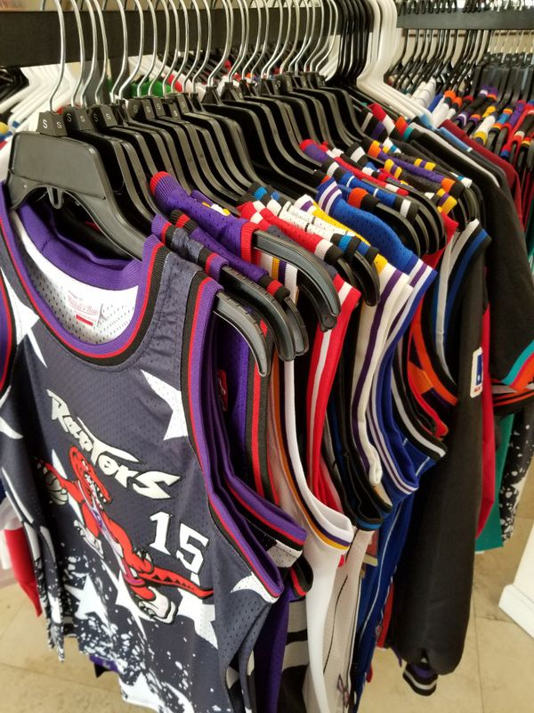 NBA MLB AND NFL THROWBACK JERSEYS. NEW AND VINTAGE. MULTIPLE SIZES  AVAILABLE. Fort Lauderdale ... 699488952