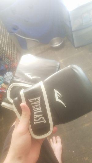 Teir 2 everlast striking gloves for Sale in Austin, TX