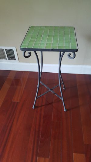 Metal side table for Sale in Clifton, VA