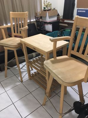 Bar Stools and Table Set for Sale in Miami, FL