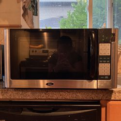 Black Oster Microwave, 1200 W Thumbnail