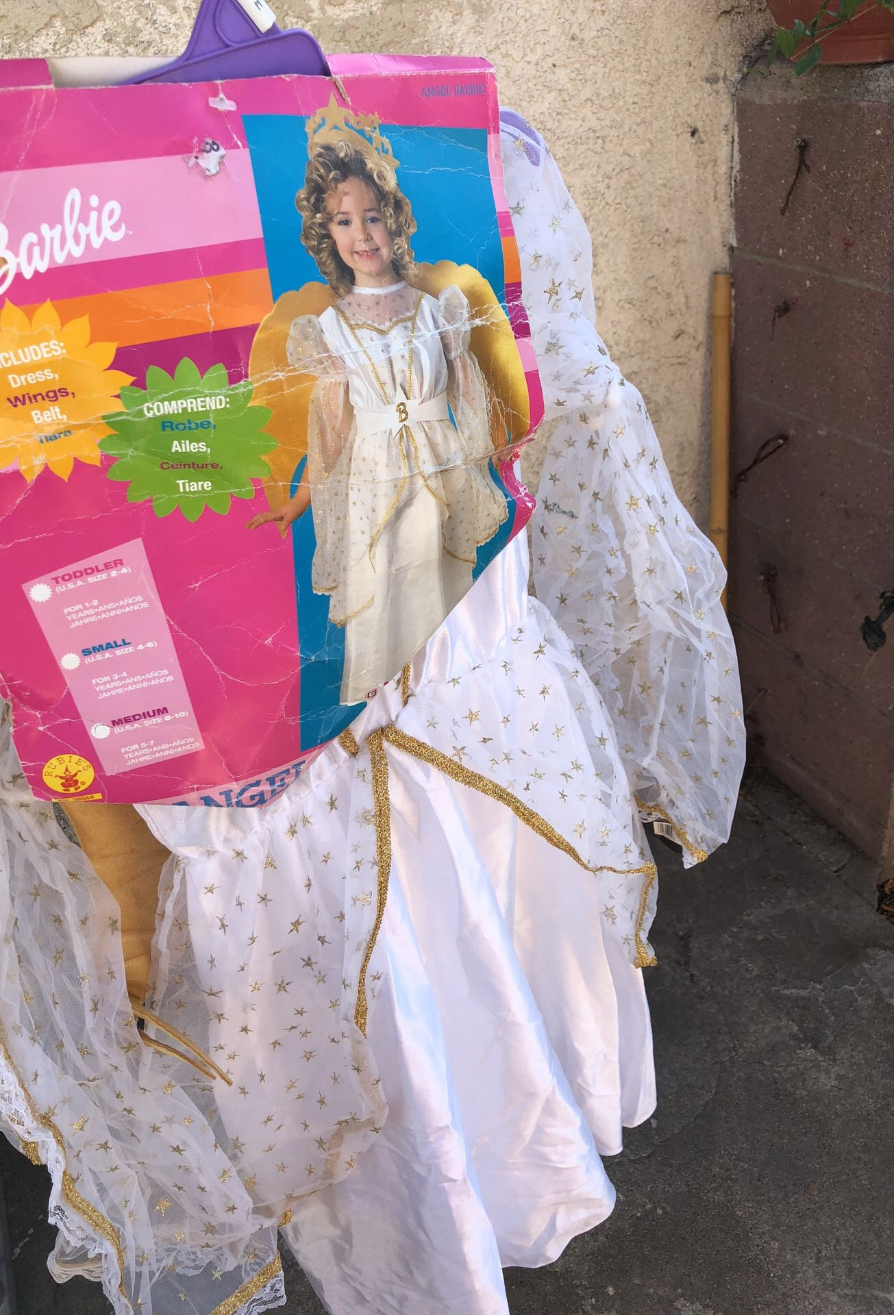 Costume angel Barbie new my daughter never used it size medium