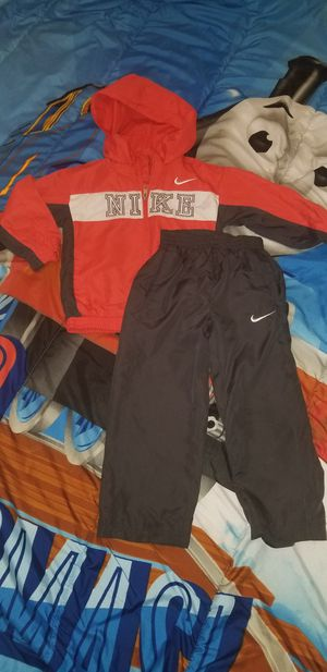 4T Toddler Nike tracksuit for Sale in Chicago Heights, IL