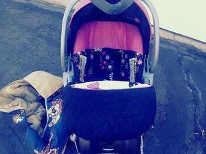 Baby Trend girl car seat for Sale in Salt Lake City, UT