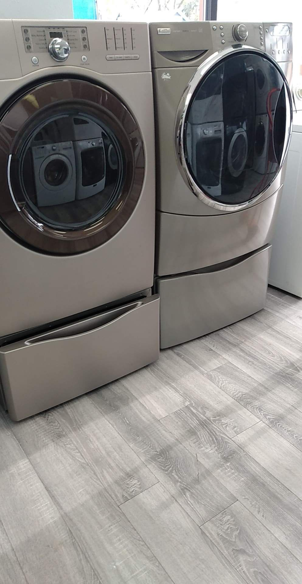 Kenmore  Washer And Gas Dryer Worh Pedestals Included Set For $745