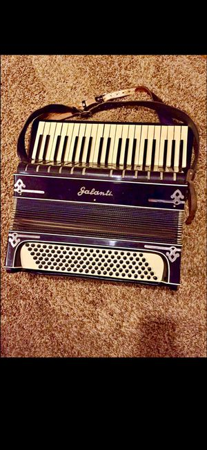 ACCORDION GALANTI MADE IN ITALY 🇮🇹 BEAUTIFUL PICE for Sale in Laurel, MD