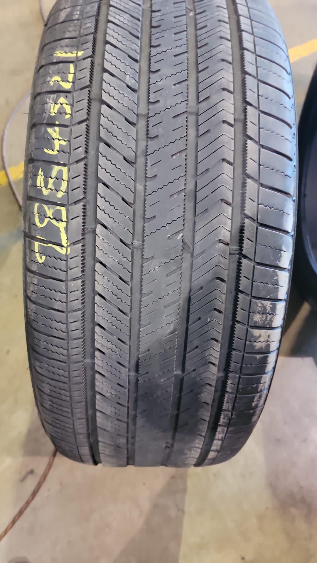 285/45R/21 Bridgestone Run Flat