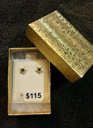 14k Women/girl flowers earrings/ Aretes de florecitas para mujer o niña de oro 14k for Sale in Manassas, VA