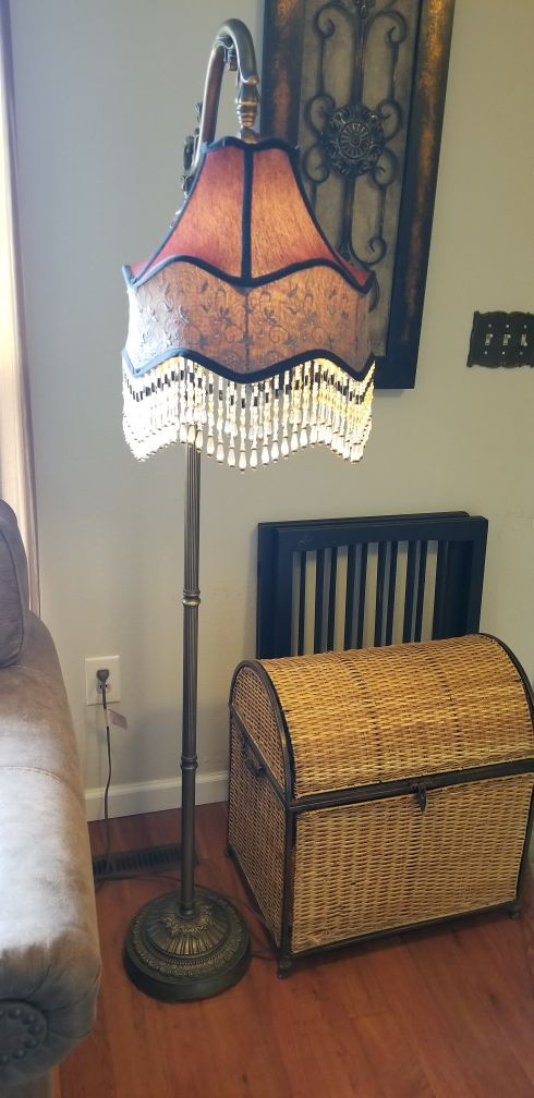Dale Tiffany Beaded Ruby Floor Lamp Excellent Condition For Sale