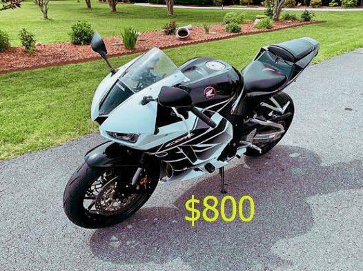 Photo Asking$800_USD2015 Honda CBR 600RR Sport