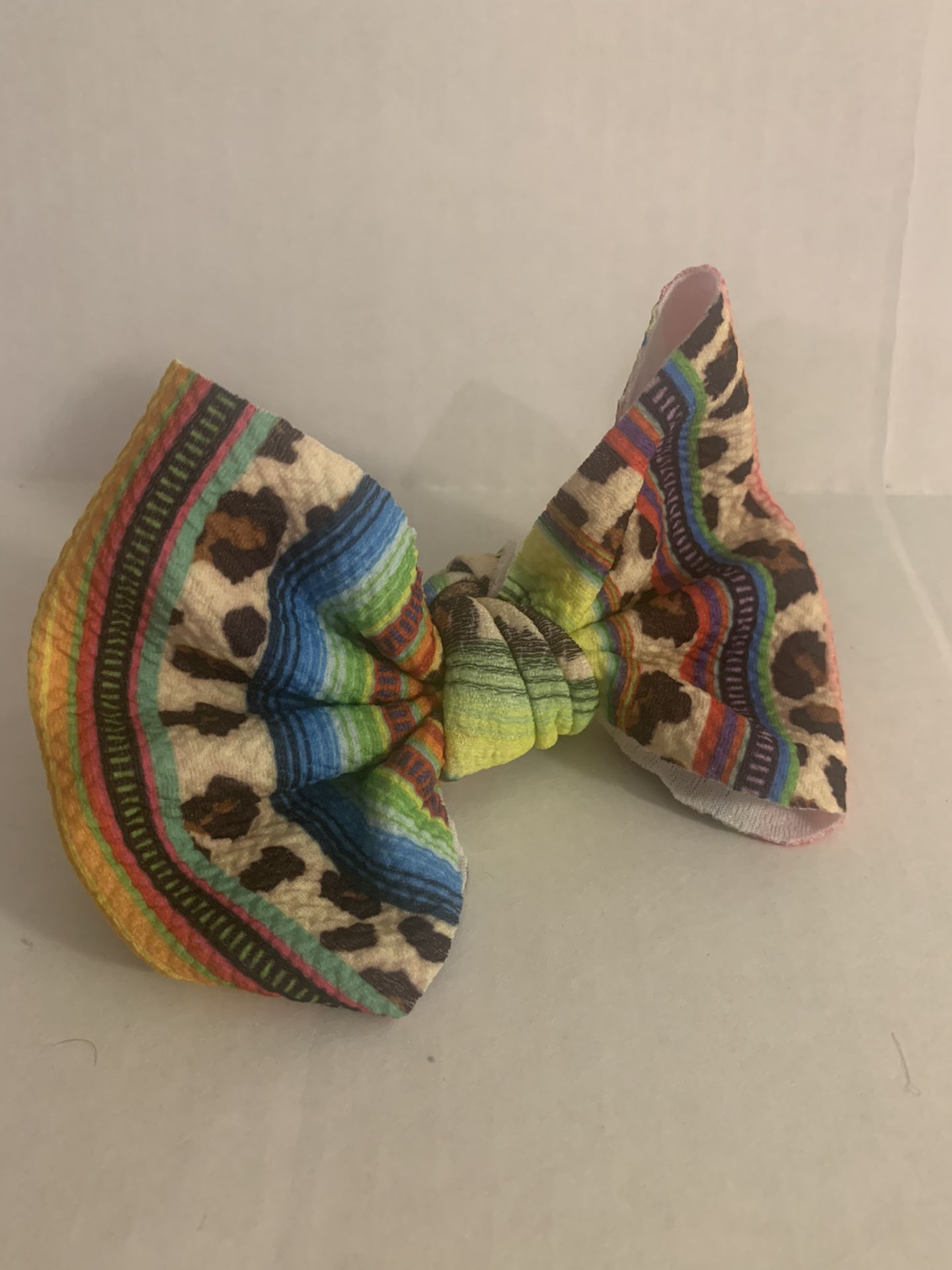 Colorful bow clip
