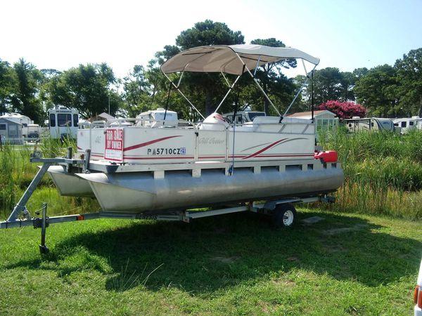 2007 17 foot pontoon boat.